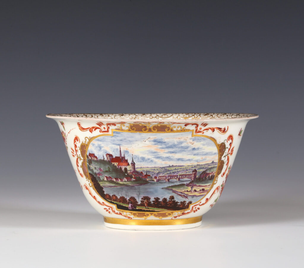 A MEISSEN BOTTGER PORCELAIN WASTE BOWL WITH A VIEW OF THE ALBRECHTSBURG AT MEISSEN