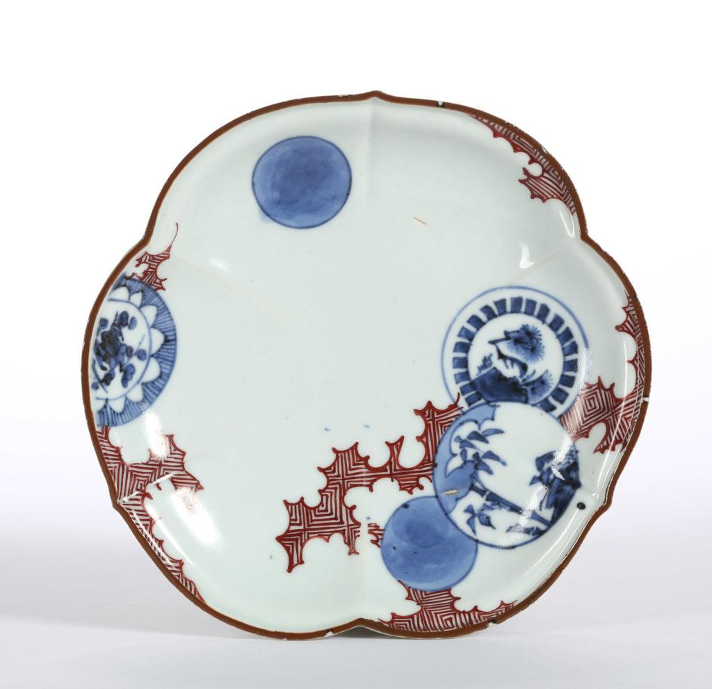 A SMALL JAPANESE TREFOIL DISH, ARITA