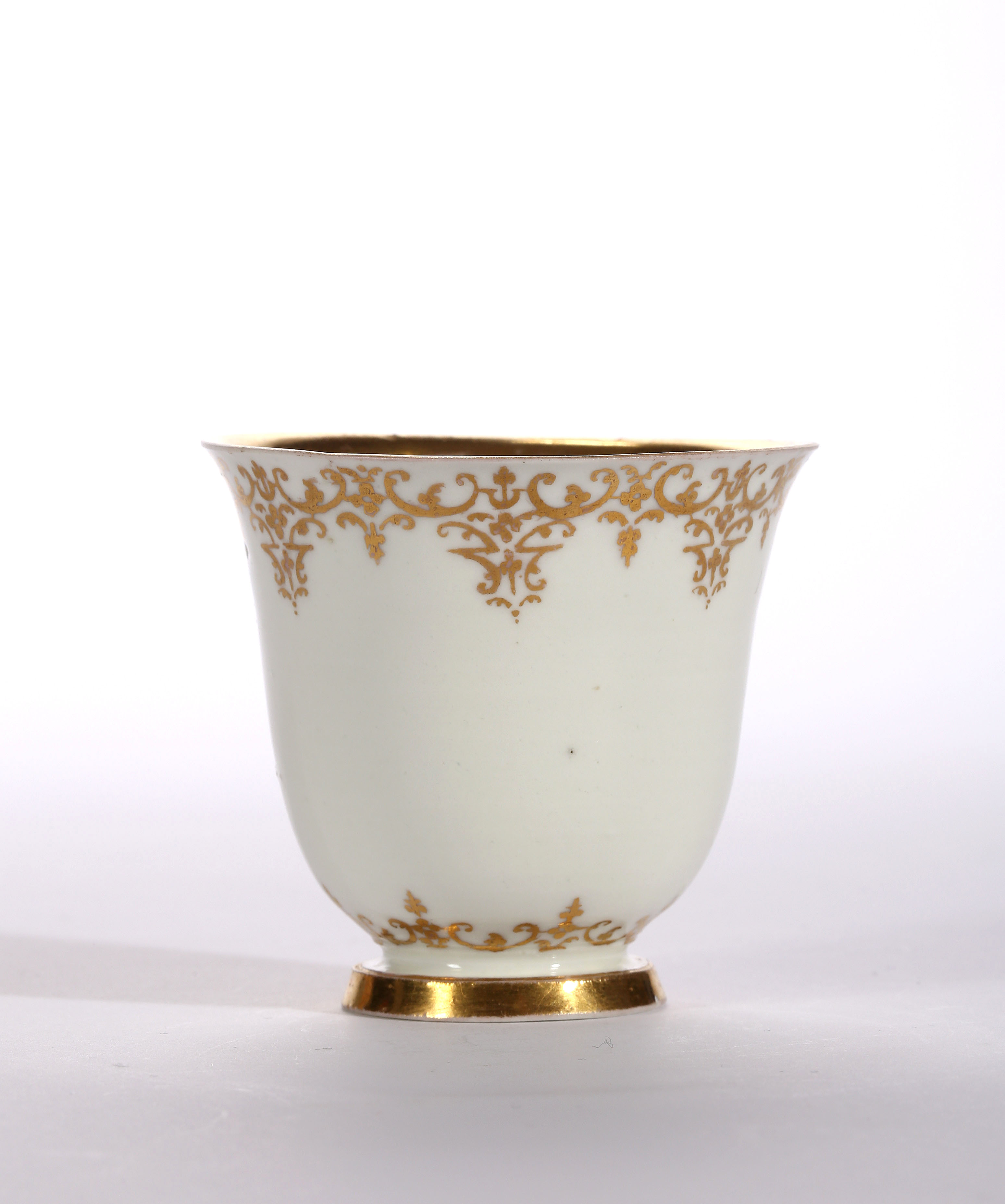 AN EARLY MEISSEN BOTTGER PORCELAIN BEAKER