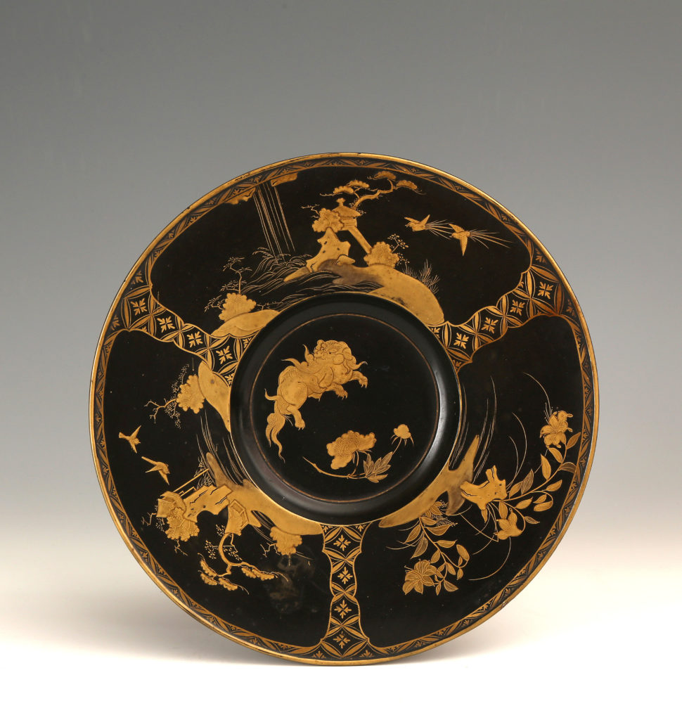 A JAPANESE EXPORT LACQUER DISH