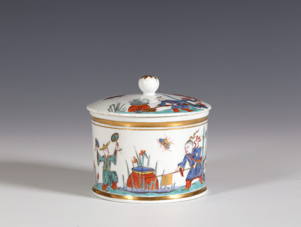 A MEISSEN CIRCULAR BOX AND COVER