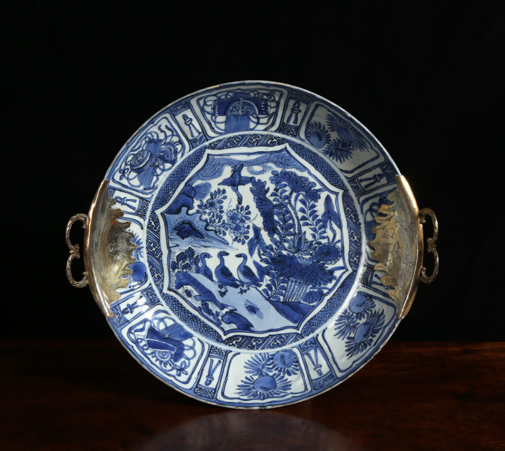 A LATE MING CHINESE KRAAK PORCELAIN DISH WITH SILVER–GILT MOUNTS