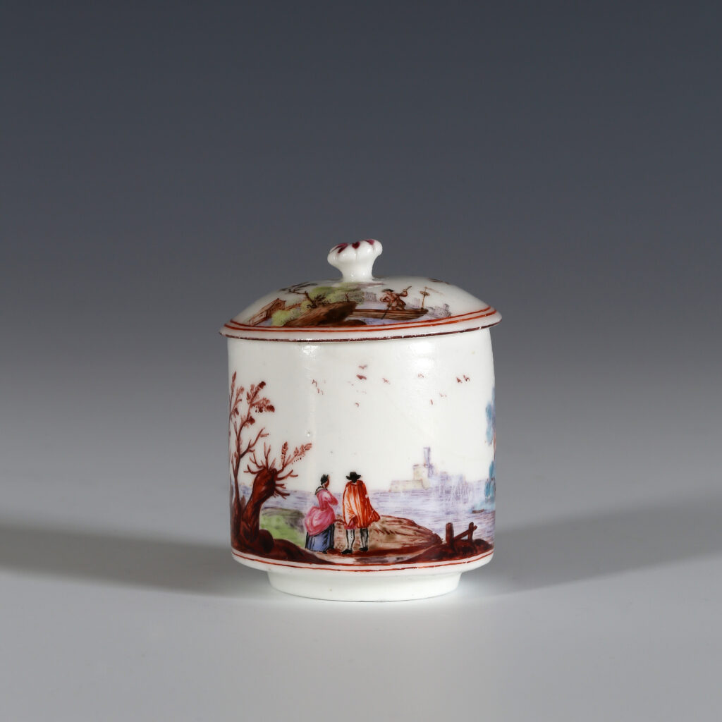 AN EARLY VINCENNES POMADE POT AND COVER (POT À POMADE)